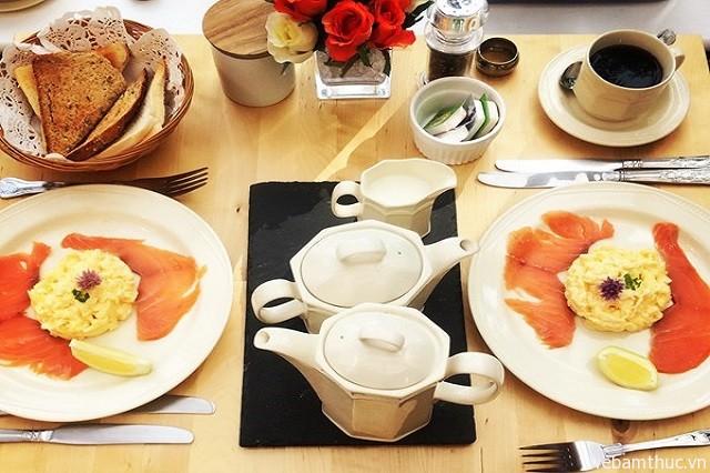 Hình 1 – Bữa ăn sáng đậm chất truyền thống ở Anh