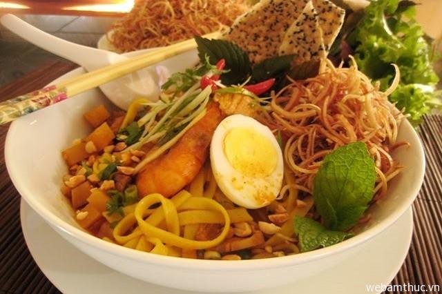 Hình 1 – Mì Quảng luôn là món ăn hấp dẫn thực khách