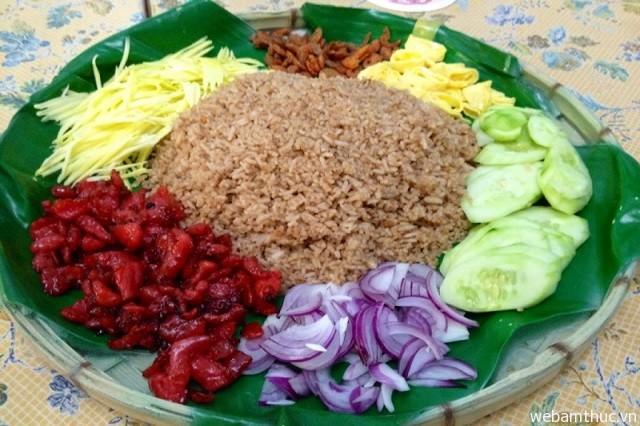 Hình 1- Món cơm Khao Kluk Kapi ăn rất ngon và lạ miệng