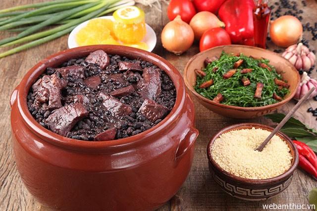 Hình 1 – Feijoada là món đầu tiên bạn nên thử khi đến Brazil
