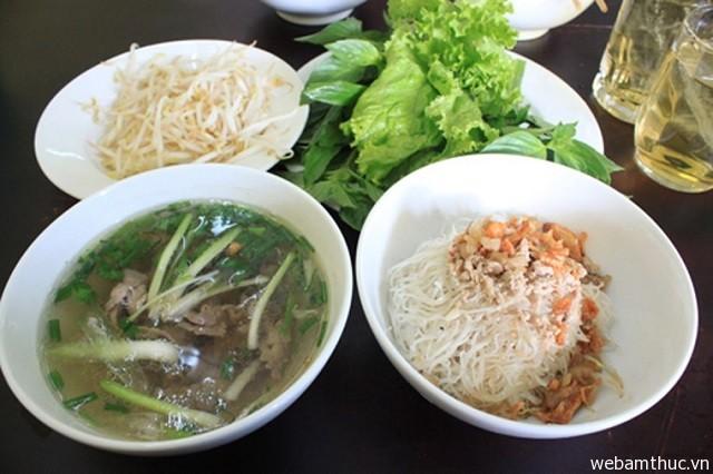 Hình 1 – Phở khô Gia Lai là một trong 10 món ăn Việt ngon nhất Châu Á
