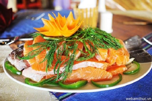 Hình 10 – Lẩu cá hồi là món ăn bổ dưỡng, hấp dẫn thực khách