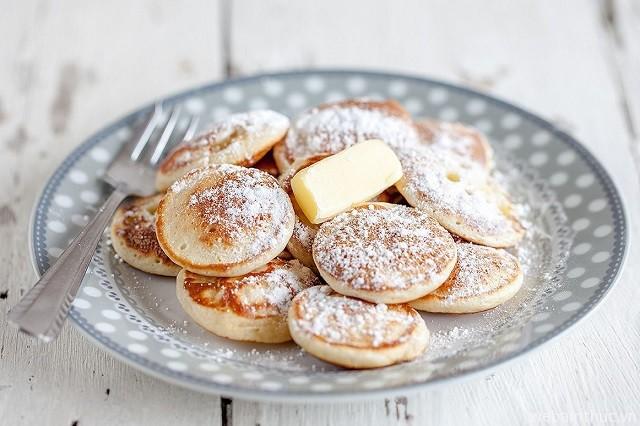 Hình 2 – Bánh poffertjes thường phổ biến trong các dịp lễ cuối năm