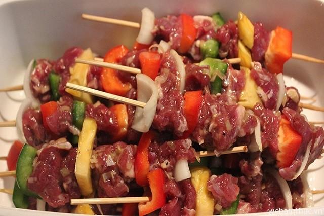 Hình 2 - Thịt nướng xiên là món ăn đường phố vô cùng hấp dẫn