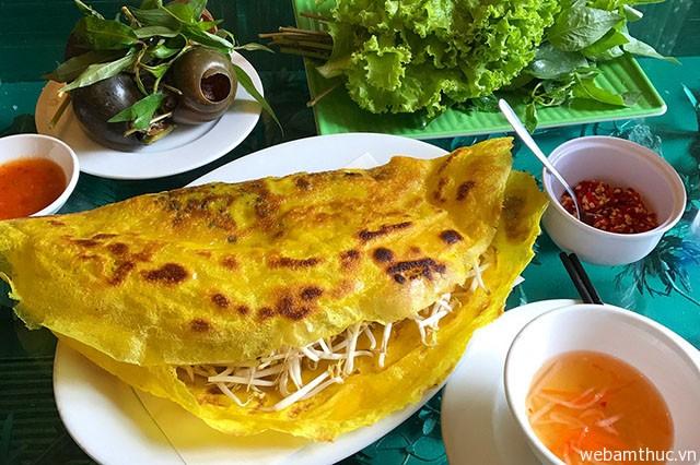 Hình 3 – Thử món bánh xèo ốc gạo lạ miệng tại Bến Tre