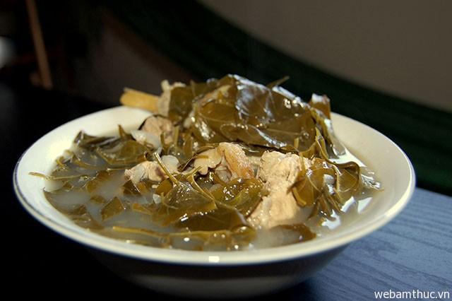 Hình 3 – Canh chua gà nấu lá giang
