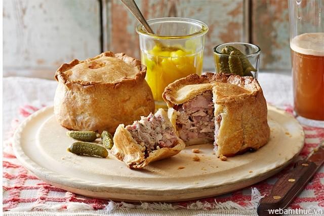 Hình 3 - Pork pie là mon ăn đầy tinh tế của ẩm thực Anh