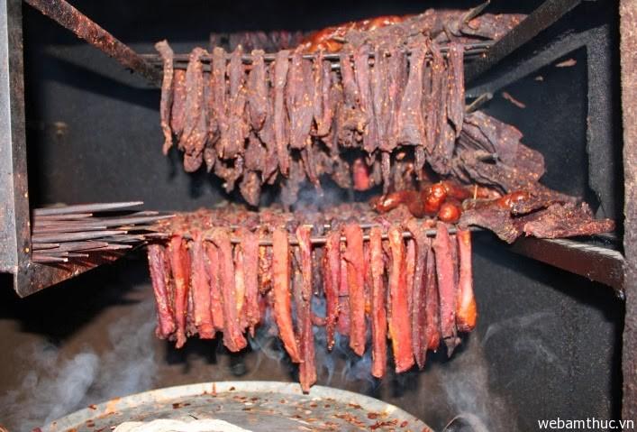Hình 3- Thịt sấy khăng gai đã trở thành món ăn ngon nổi tiếng ở Sapa