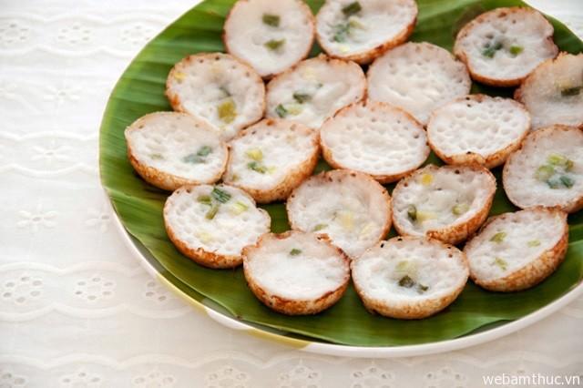 Hình 4 – Bánh dừa được bán nhiều trên các con phố ở Thái Lan