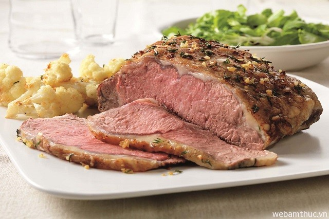 Hình 4 – Người dân địa phương thường dùng Roat Meat vào những ngày cuối tuần