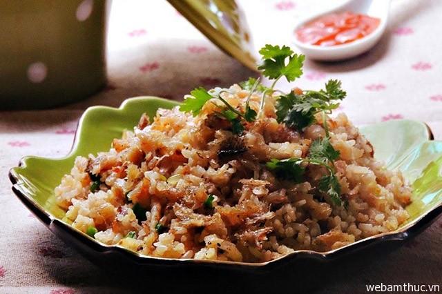 Hình 6 – Cơm gà cá mặn là món ăn quen thuộc của vùng đất Long Khánh