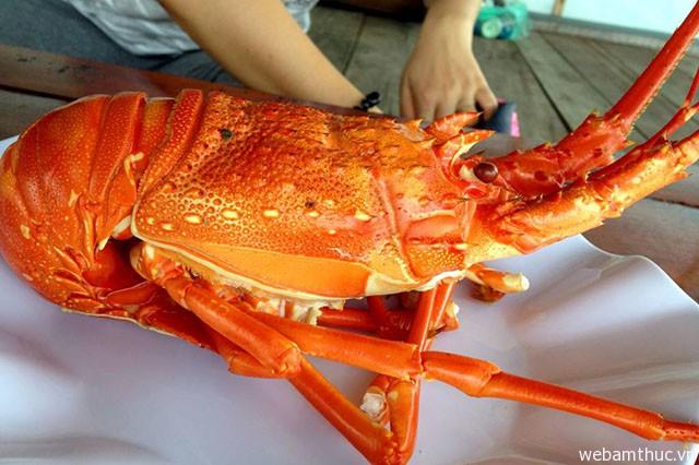 Hình 6 – Tôm hùm Bình Ba – món ăn nên thử tại Khánh Hòa