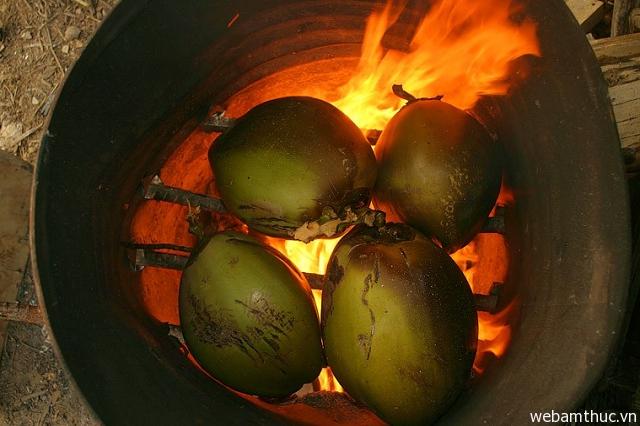 Hình 9 – Dừa nướng là món ăn hấp dẫn ở Thái Lan