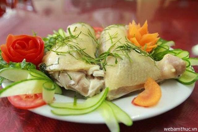 Hình 9 - Thịt gà Mạnh Hoạch ăn rất chắc, dai và thơm ngon