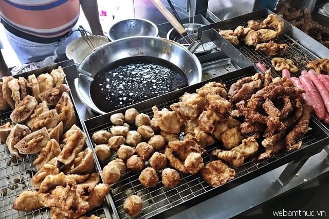 Café Kheng Pin là quán ăn cực kỳ nổi tiếng với món Lor Bak