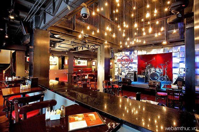 Hard Rock Café có không gian hiện đại, tràn đầy năng lượng